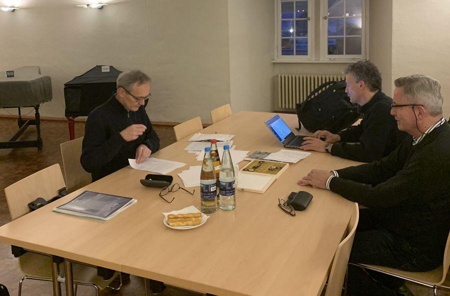Kay Johannsen, Thomas Haller, Jon Laukvik in der Sakristei der Schlosskirche