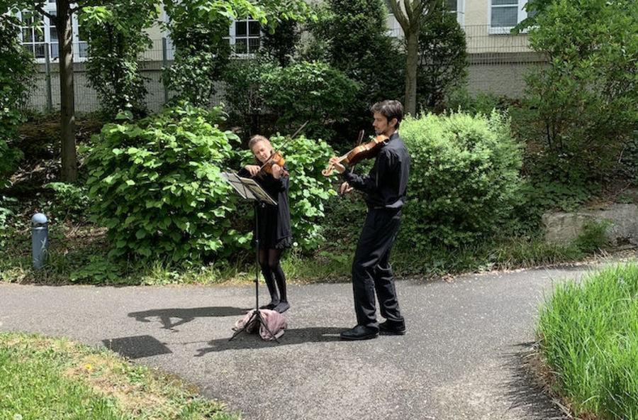 Felicia Graf (Violine) Javier Reyes (Viola)